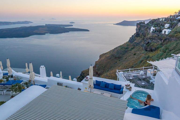 Where to Stay in Santorini: Oia or Imerovigli?